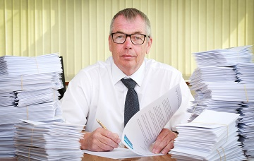 Simon Boyd signs letter to Theresa May surrounded by those going to 650 MPs urging them to stay strong over Brexit