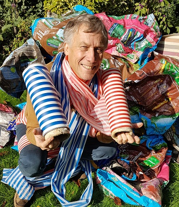 Peter Duncan wants your plastic for giant polymer panto pariah!
